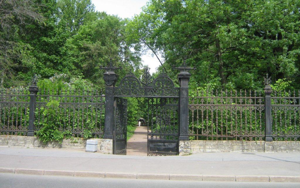 Капитальный ремонт начался в Летнем саду Кронштадта