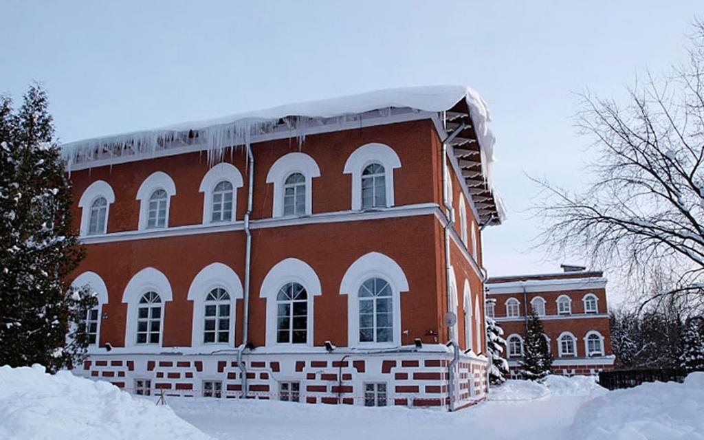 Здание Лесной школы. 1855, арх. Николай Бенуа.